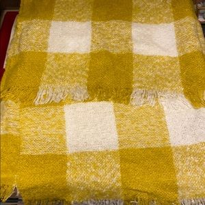 Blanket scarf in yellow white check